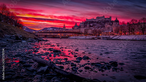 Foto auf AluDibond Aubergine lila Salzburg sunrise