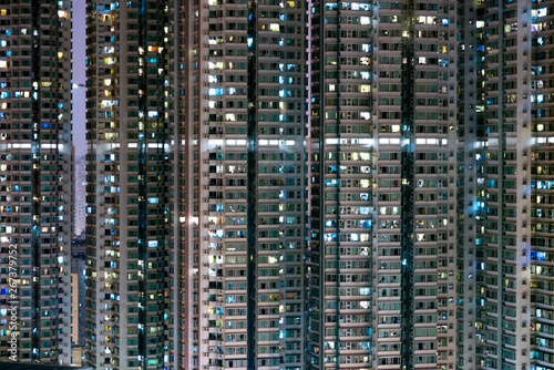 Pinturas sobre lienzo  View of a residential block with many apartments at night, in Hong Kong