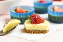 Mini Round Strawberry Cheese C...