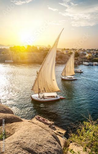 Foto-Schiebegardine Komplettsystem - Sailboats in Aswan (von Givaga)