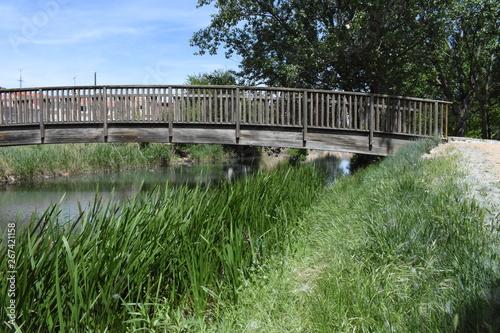 Puente sobre el canal Wallpaper Mural