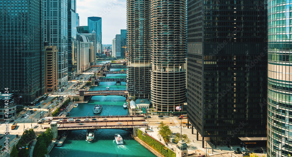 Fototapety, obrazy: Chicago River with boats and traffic from above in the morning