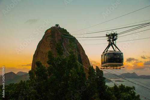 Montage in der Fensternische Rio de Janeiro Rio de Janeiro, Brazil: Cable car and Sugar Loaf mountain in Rio de Janeiro