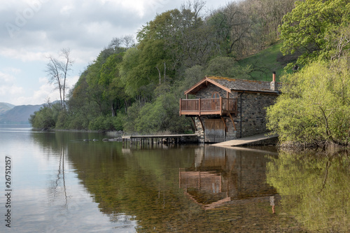 Billede på lærred The boathouse on Ullwater Lake in the Lake District