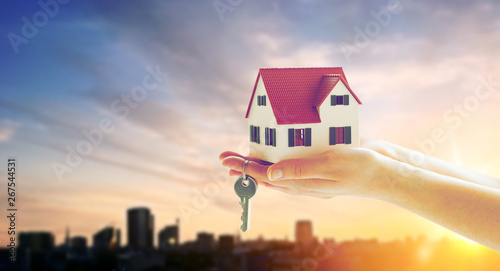 Photo mortgage, real estate and property concept - close up of hands holding house mod