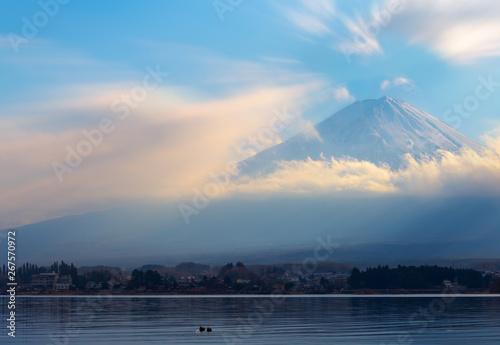 Foto op Plexiglas Historisch geb. Mountain Fuji and Lake Kawaguchi blue sky in winter season at Yamanashi, japan