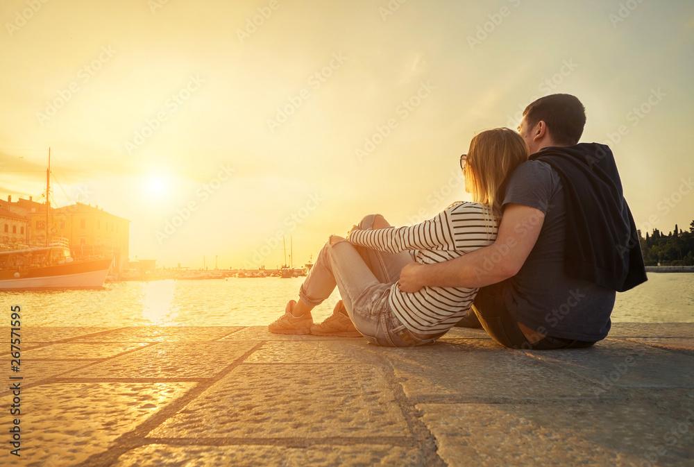 Leinwandbild Motiv - Andrii IURLOV : Happy couple of lovers relaxing on the sea pier.