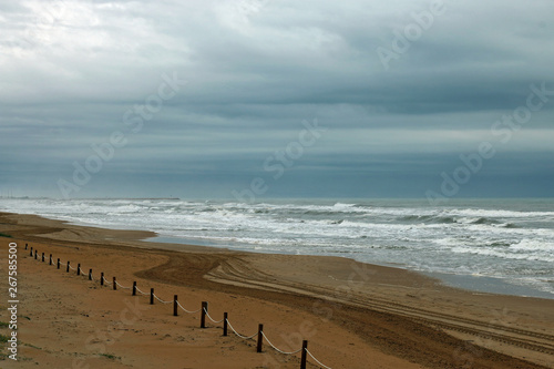 Foto op Aluminium Inspirerende boodschap Cloudy and gray day on the beach