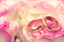 Wedding Rings With Beautiful R...