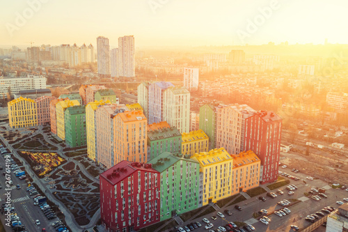 Photo  panoramic aerial view of colorful (red, green, blue, yellow) buildings on city street