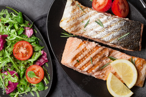 Stampa su Tela  Grilled salmon fish fillet