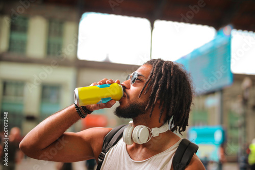 Canvas Print Young Afro handsome man having a drink