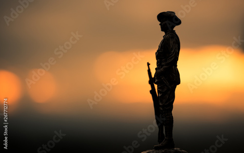 Photo Soldier figure silhouette at sunrise, Anzac Day.