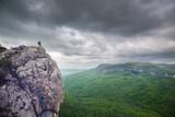 Fototapeta Do pokoju - Man on the cliff