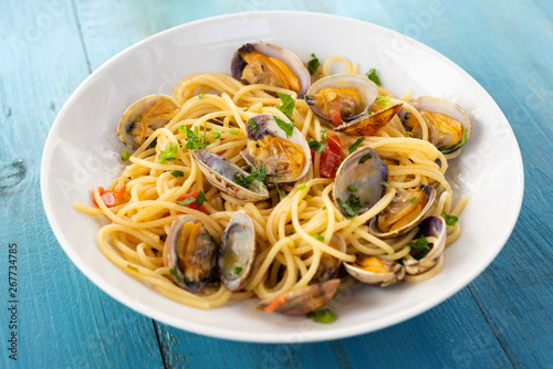 Spaghetti alle vongole veraci, cibo mediterraneo Fototapet