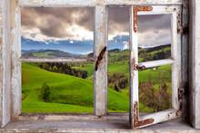 Blick Durch Ein Fenster In Die Landschaft