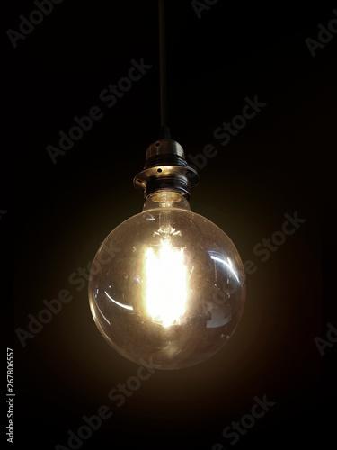 Photo  Light bulb on black background