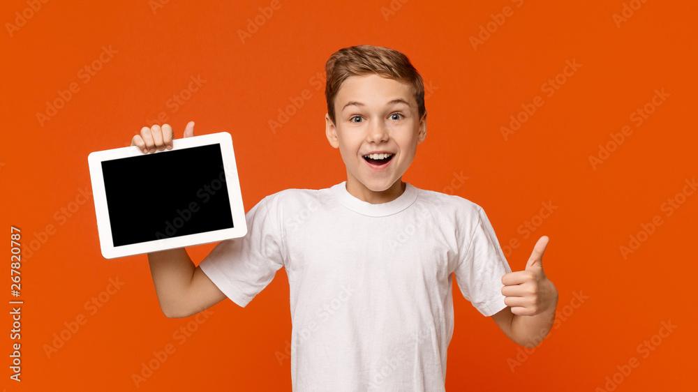Leinwandbild Motiv - Prostock-studio : Teenage boy showing blank digital tablet screen