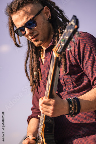 Photo Rasta guitarist #3