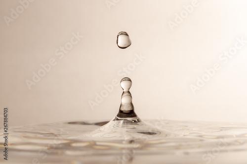 Montage in der Fensternische Wasserfalle Water Drops