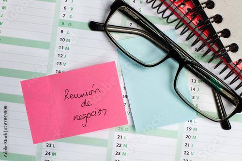 Fototapeta  Post it escrito reunión de trabajo sobre calendario vista desde arriba