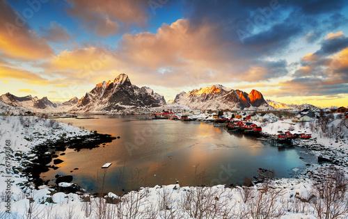 Montage in der Fensternische Lachs Beautiful sunrise in Norway - lofotens - Reine