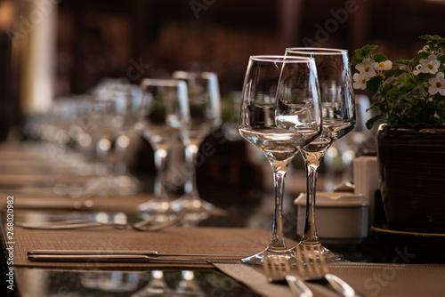 Fotografia, Obraz  a pair of wine glasses at a banquet table