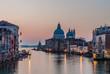 Canal Grande mit Santa Maria della Salute am Morgen