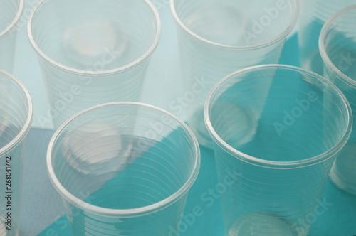 Fotografía  Disposable plastic cups on a blue and white background