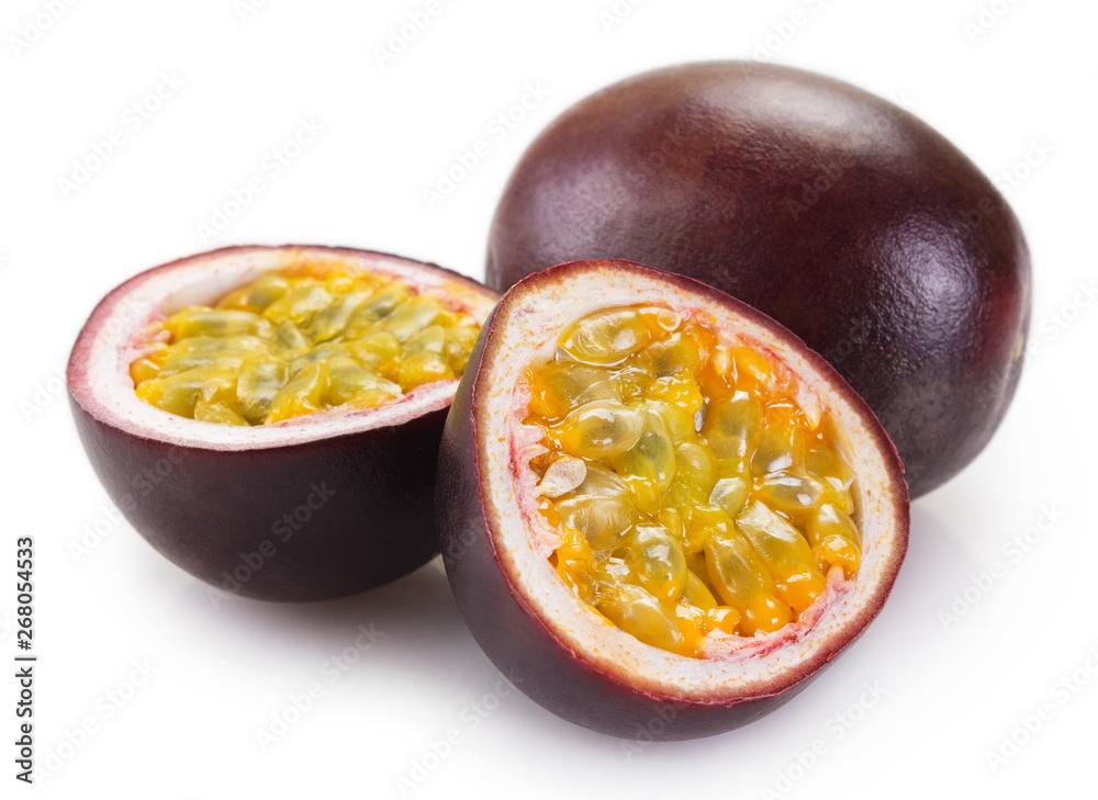 Leinwandbild Motiv - valery121283 : Fresh passion fruit on white background