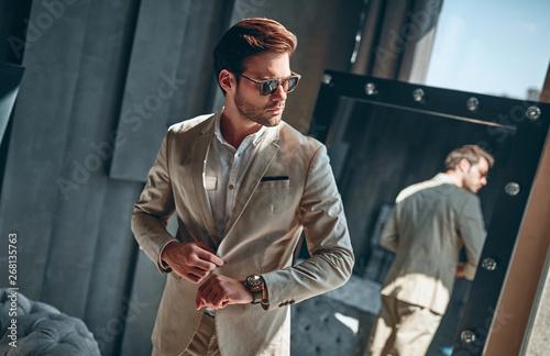 Obraz Stylish man at home - fototapety do salonu