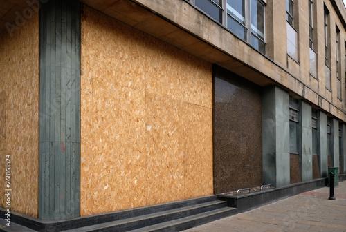 Fényképezés Empty boarded up property in major UK city centre.