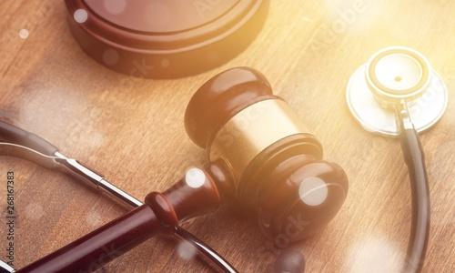 Fotografia Stethoscope and judgement hammer.