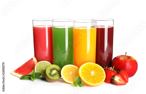 Poster Sap Glasses with different juices and fresh fruits on white background
