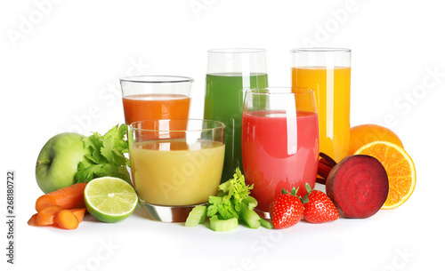 Poster Sap Glasses with different juices and fresh fruits and vegetables on white background
