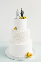 A Separated Couple On Top Of A Wedding Cake