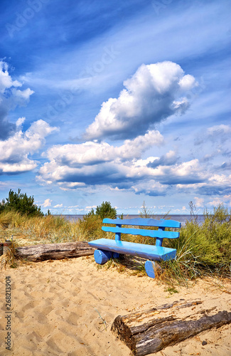 Obraz Blue bench on the cliff in Ückeritz on the beach. Baltic Sea in Mecklenburg-Vorpommern, Germany. - fototapety do salonu