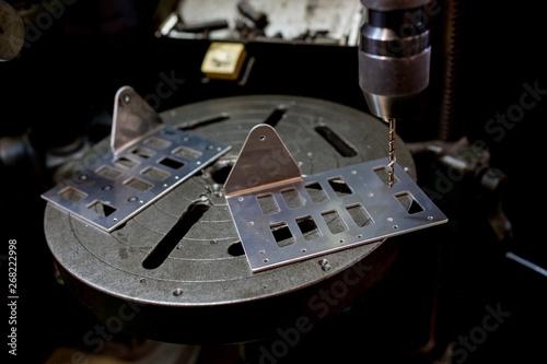 Aluminium Prints Nasa ボール盤で穴あけ作業