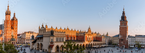 Fototapeta view of the main square of krakow and mariac church at spring obraz