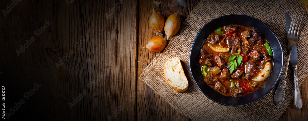 Fototapeta classic beef goulash with peppers and onions
