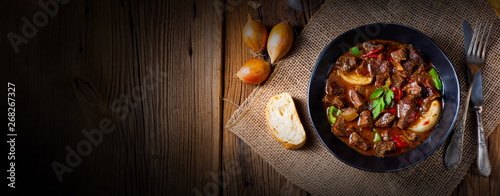 Leinwand Poster classic beef goulash with peppers and onions