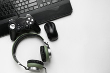 Modern Gaming Accessories On L...