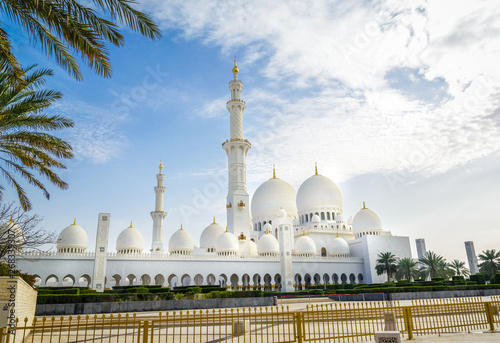 Poster Abou Dabi Amazing view of Sheikh Zayed Grand Mosque, one of the most impressive contemporary mosques in the world.