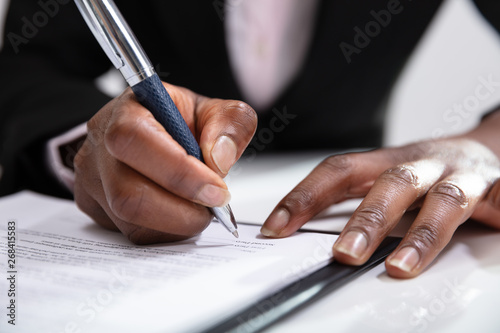 Fototapeta Woman Signing A Contract obraz