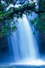Panel Szklany Podświetlane Do łazienki Flowing tropical waterfall under the moonlight.