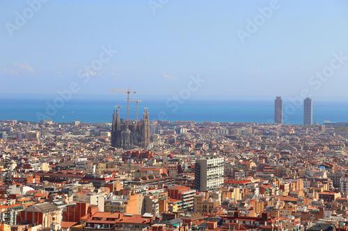Photo sur Toile Europe Centrale Beautiful view of Barcelona with famous Sagrada Familia church,