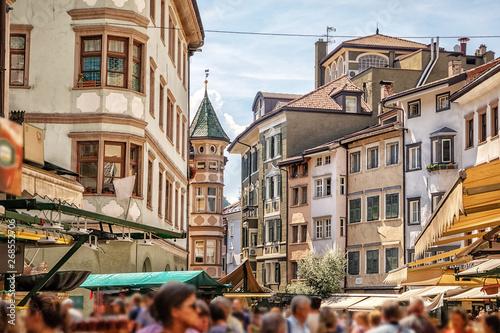 Pinturas sobre lienzo  Bolzano, Via dei Portici/Piazza delle Erbe, Trentino-Alto Adige, Italy, xxl+more: bartussek