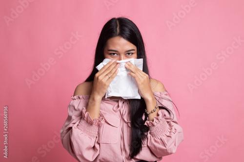 Fotografia  Young Asian woman got sick and flu.