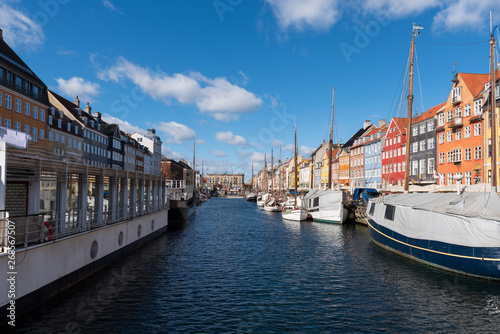 Photo  Nyhavn Canal under a blue sky with some clouds