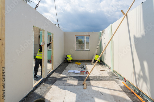 Construction of new and modern modular house Fototapet